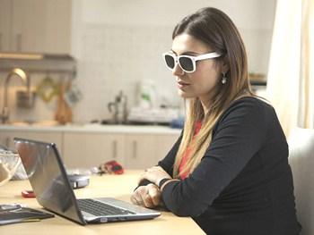 Occhiali a fori stenopeici Dual Dream ® funzionano per lavorare al computer